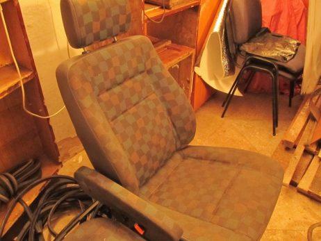Сиденье левое водительское одинарное перед ткань A6389105101, A6389105301, A6389105201, A6389100803