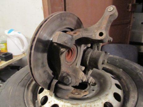 Поворотный кулак правый или левый с ABS 6383320224