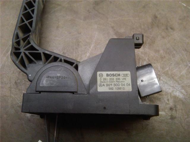 B71 Датчик положения педали акселератора (A9013000404, 0281002335)