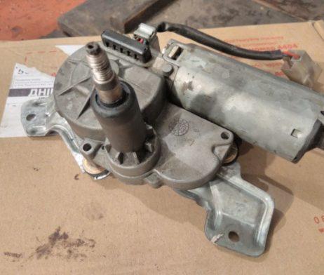 Мотор стеклоочистителя заднего стекла ляды A6388200208
